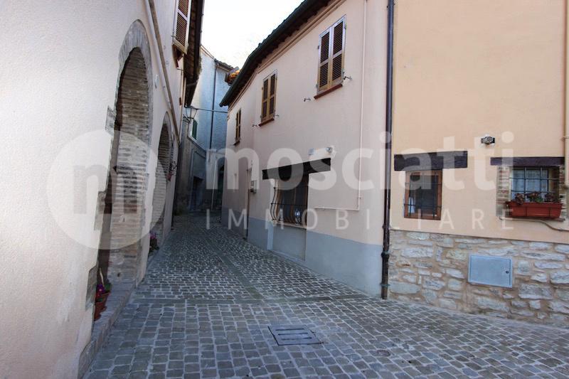 Esanatoglia, Centro Storico Via Biagio Calisti, vendita abitazione con ingresso indipendente - 1