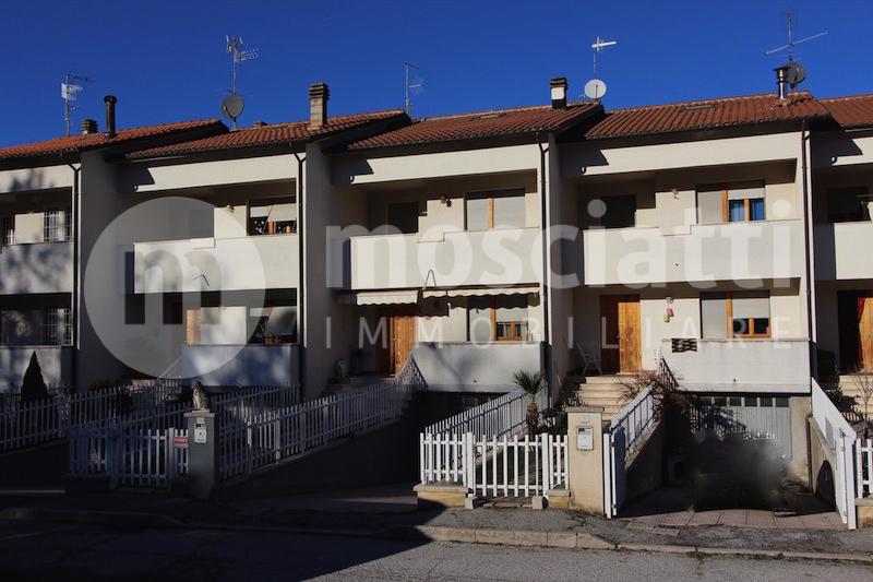 Esanatoglia vendita villetta a schiera Via Pocognoni - 1