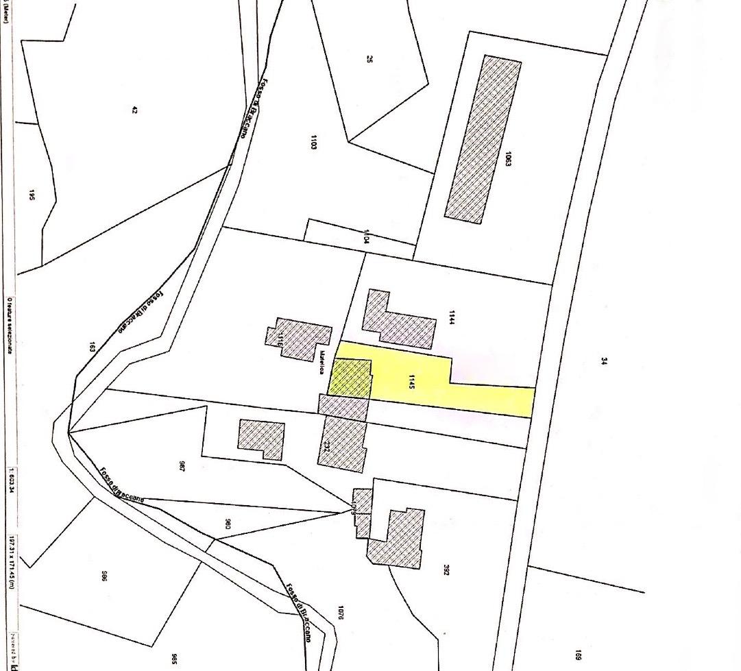 Matelica Località Piannè, vendesi abitazione terra-tetto - 1