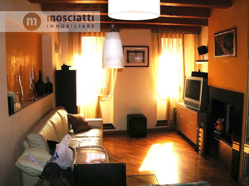 MATELICA, centro storico, vendita ABITAZIONE TERRA-TETTO Via Oberdan cod - 1