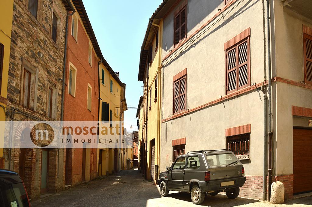 Matelica, centro storico, Vicolo Cafasso, vendita abitazione con ingresso indipendente - 1