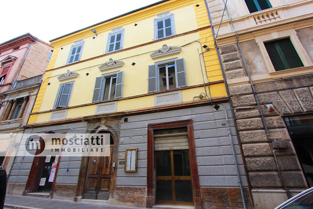 Matelica, vendita locale commerciale, Corso Vittorio Emanuele - 1