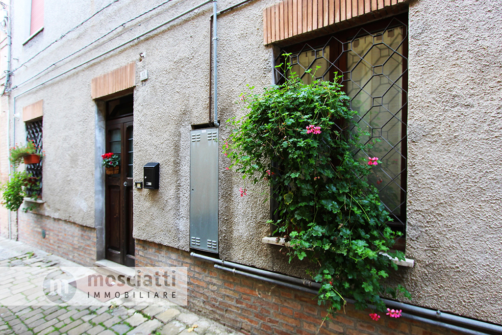 Matelica, Vicolo Torrione I, vendita appartamento centro storico - 1