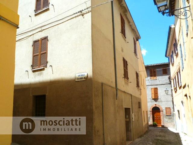 Matelica, centro storico, abitazione terra-tetto, Vicolo Cuoio IV - 1