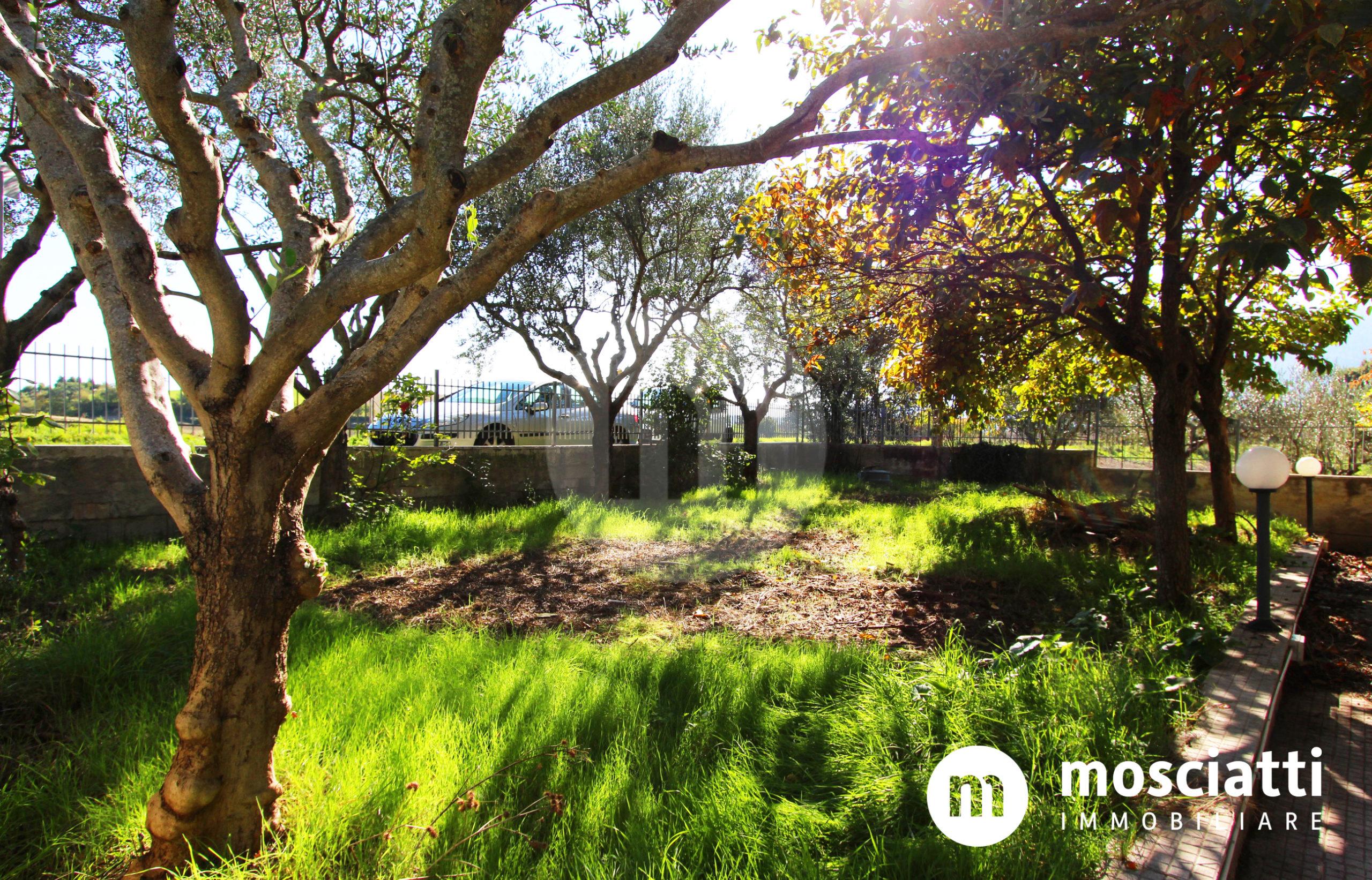 Esanatoglia, Località Pagliano, vendita abitazione singola e giardino - 1