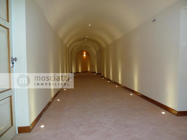 MATELICA, centro storico, vendita UFFICIO Via Umberto I, Palazzo Mattei cod - 1