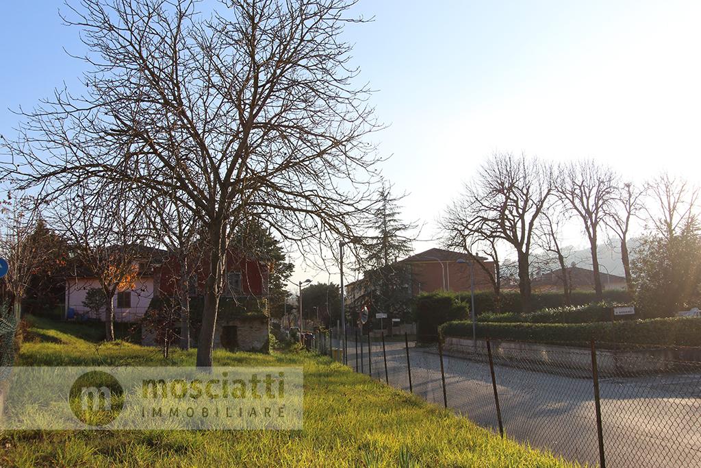 Matelica, vendita abitazione con giardino, quartiere Manozzini - 1