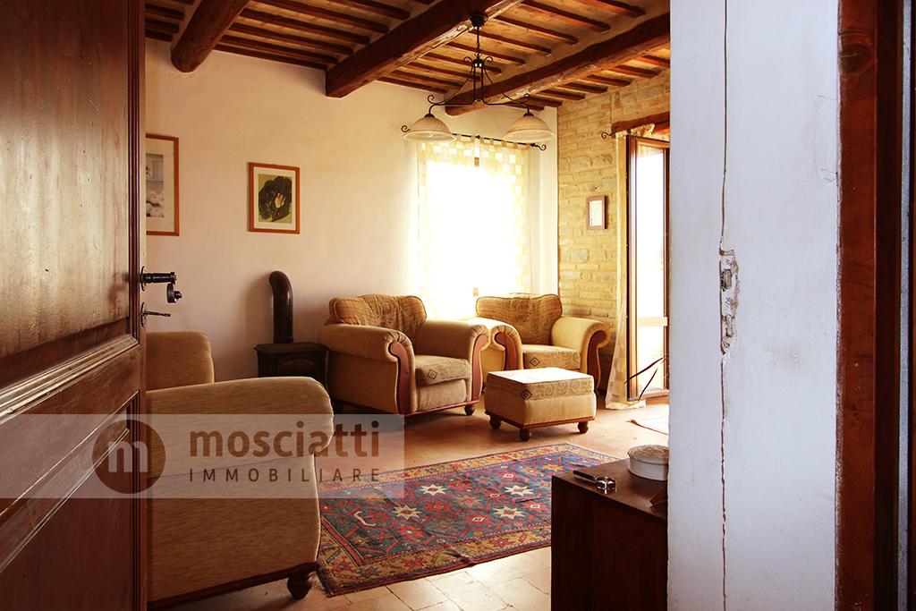 Montappone, Fermo, vendita bellissimo casale con giardino - 1