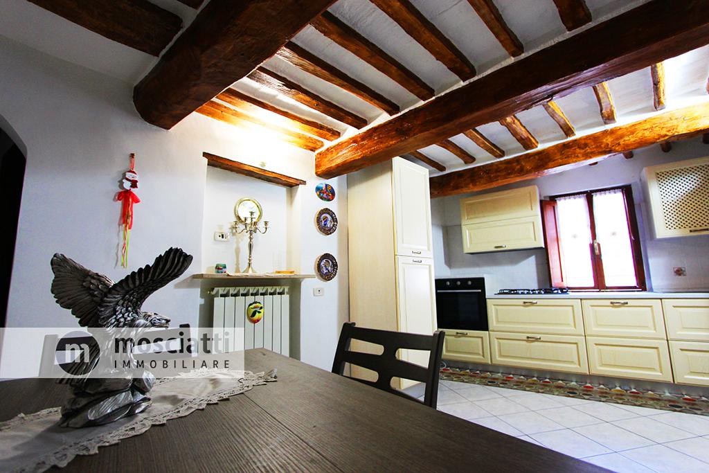 Matelica, centro storico, via Giacomo Venezian, vendiamo appartamento al secondo piano. - 1