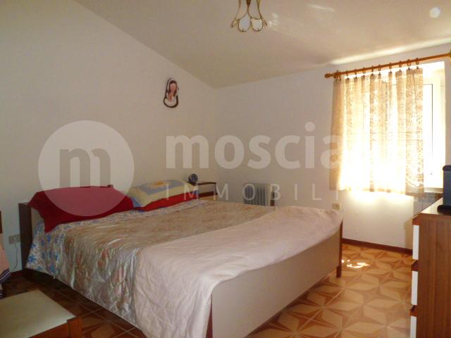 Castelraimondo, vendesi abitazione terra-tetto, frazione Sant'Angelo - 1