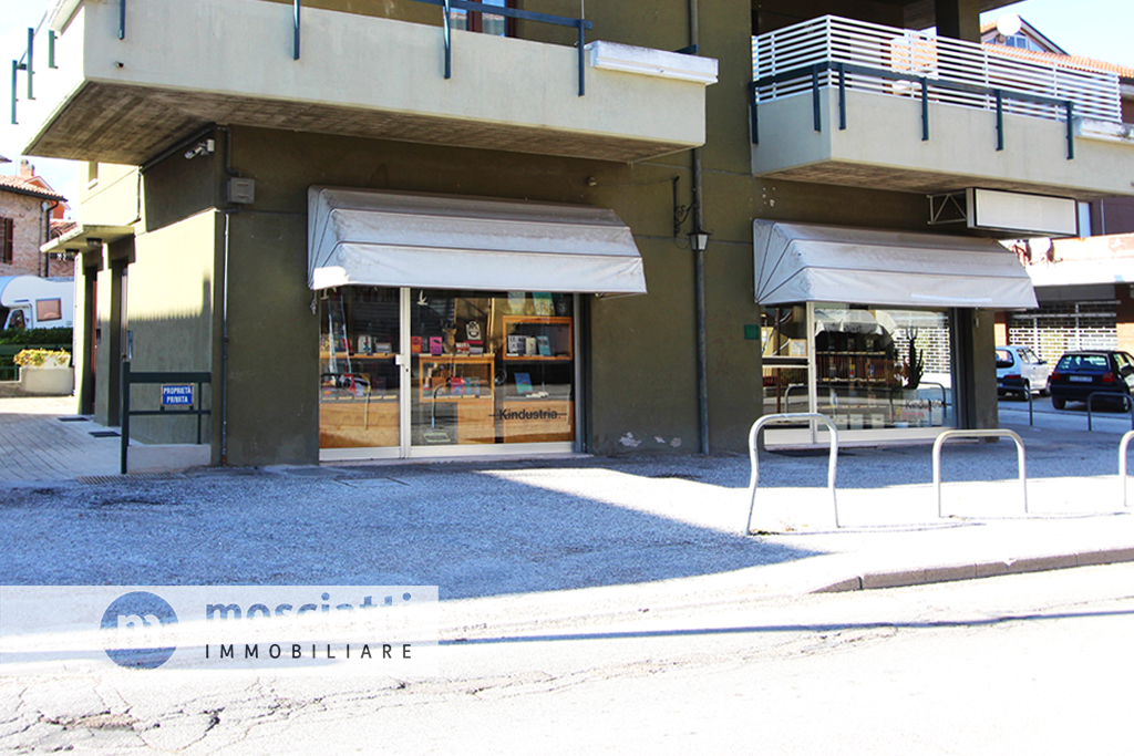 Matelica Viale Martiri della Libertà, vendita locale commerciale - 1
