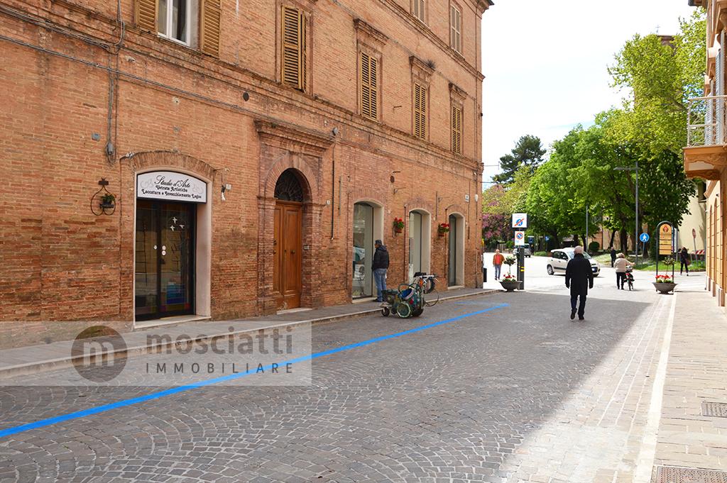 Matelica, Corso Vittorio Emanuele, vendita locale commerciale - 1