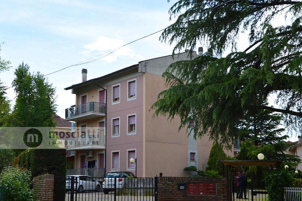 Matelica, Quartiere Regina Pacis, Viale Marconi, vendita appartamento piano primo - 1