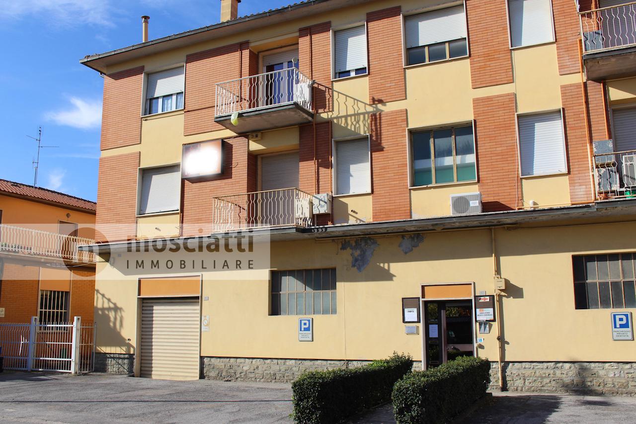 Matelica, vendita locale commerciale e appartamento, Viale Martiri della Libertà - 1