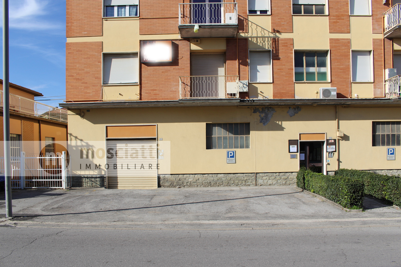 MATELICA, Quartiere Regina Pacis, Viale Martiri della Libertà, vendita APPARTAMENTO e ampio GARAGE cod - 1