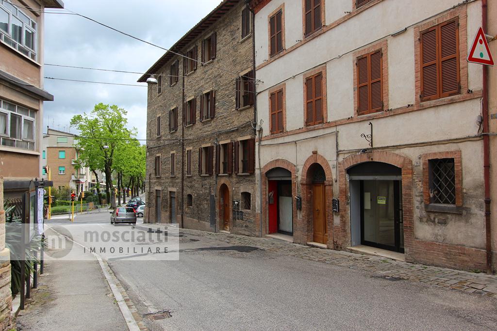 Matelica, centro storico, affittasi locale commerciale, Via Sant'Adriano - 1