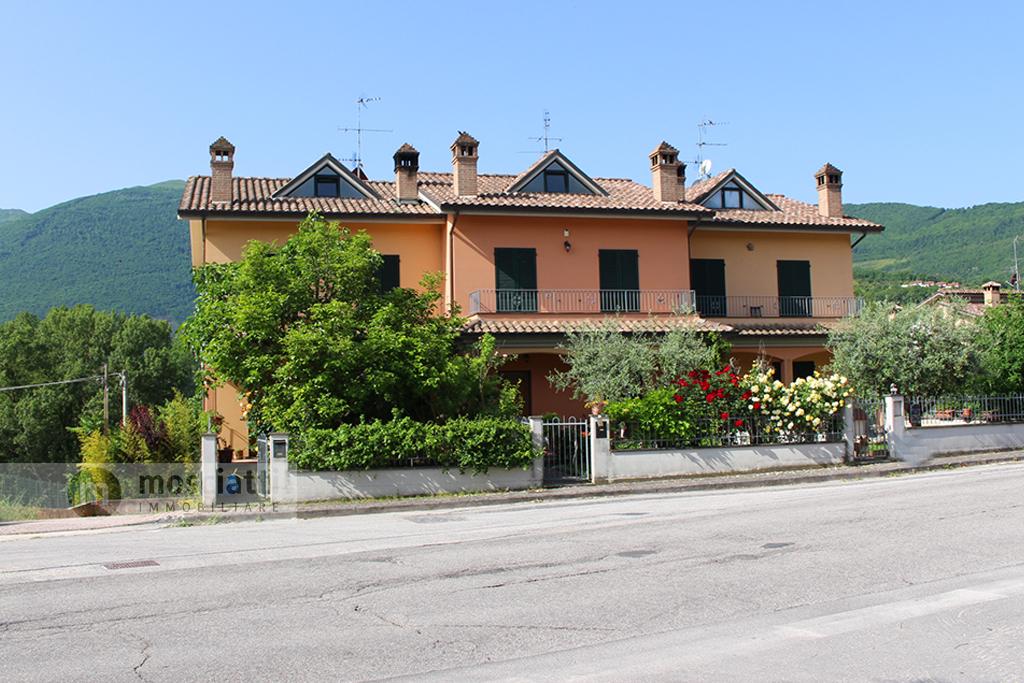 Esanatoglia, vendesi villetta a schiera, località Bresciano - 1