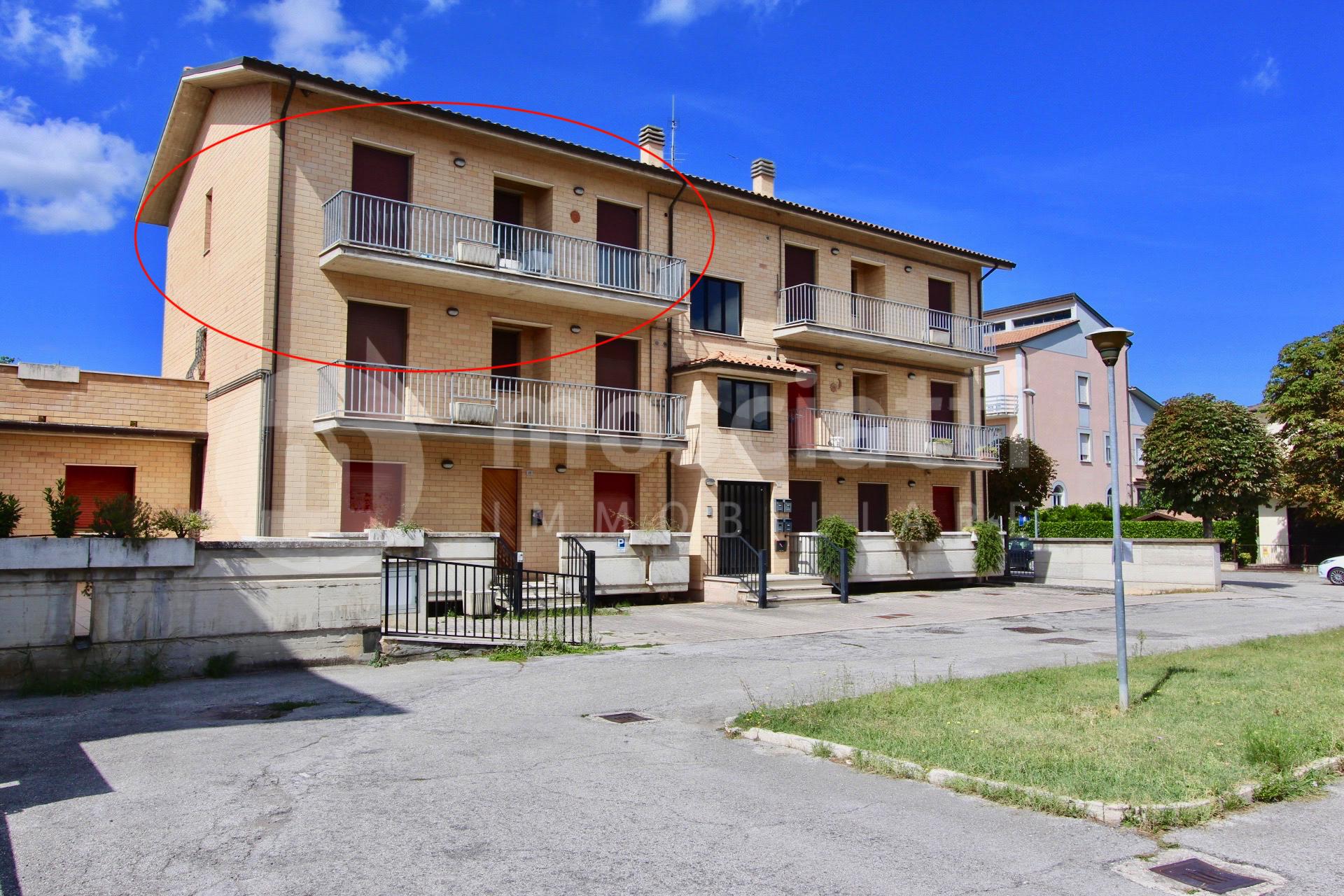 Matelica, Via Manozzini, vendita appartamento con garage per 2 auto - 1