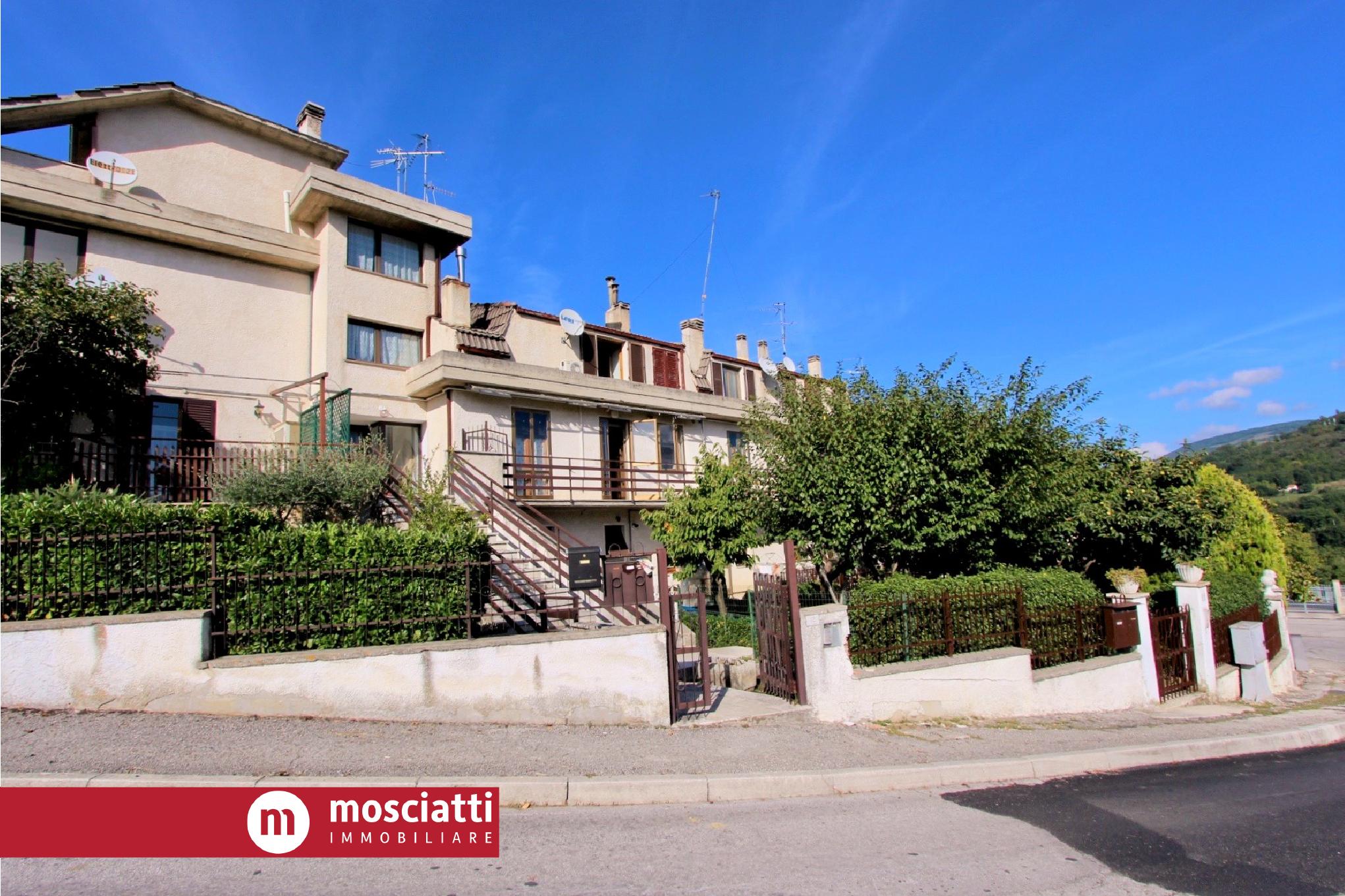 CASTELRAIMONDO, via D'Annunzio, vendesi APPARTAMENTO con ingresso indipendente cod - 1