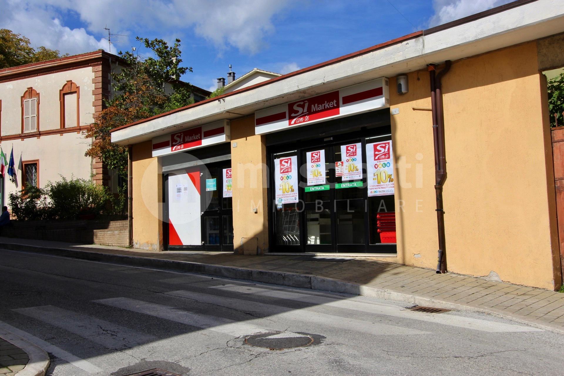 ESANATOGLIA, Via Roma, vendesi LOCALE COMMERCIALE cod - 1