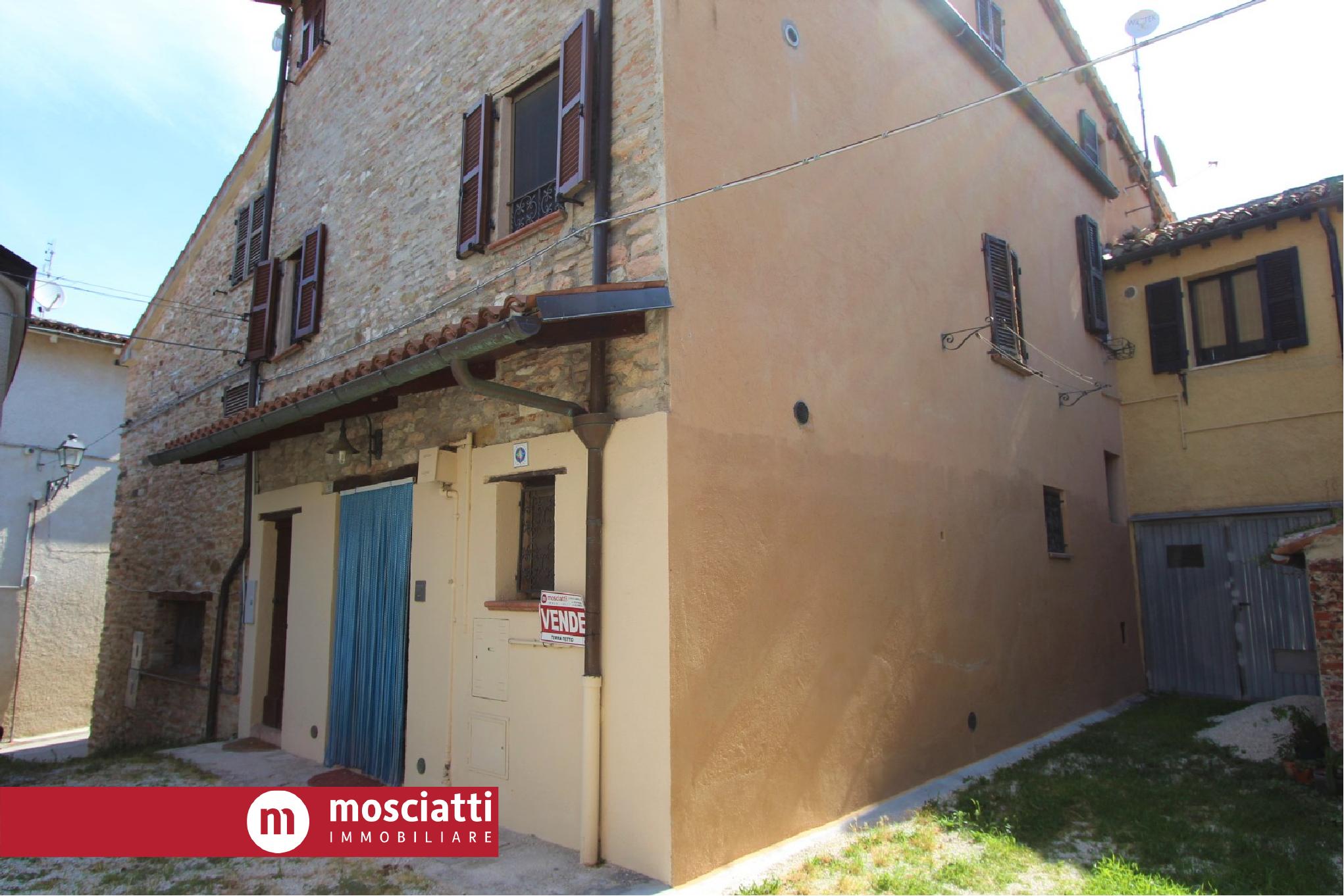 MATELICA, Frazione Piane vendesi ABITAZIONE terra-tetto completamente ristrutturata cod - 1
