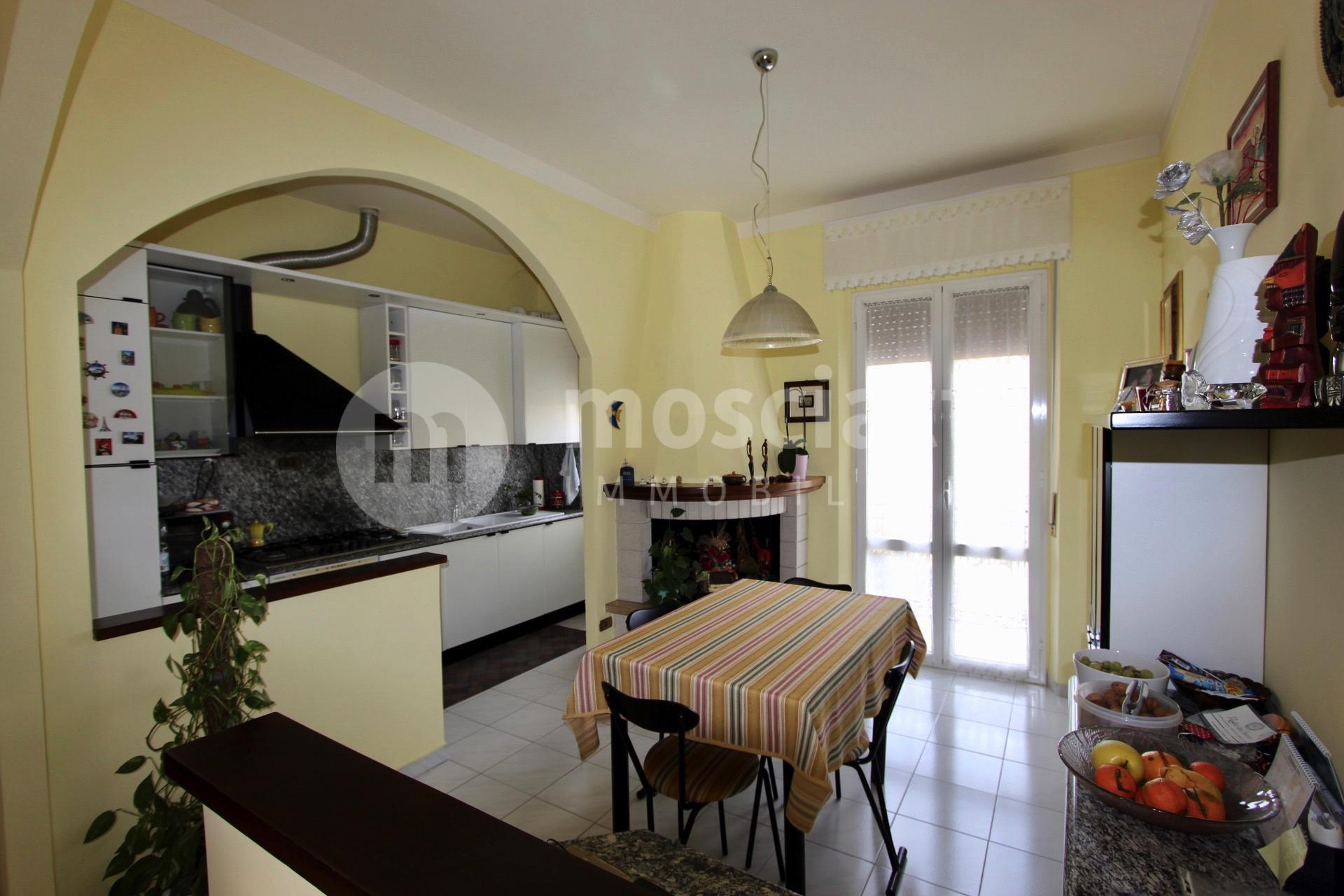 Matelica Via San Rocco, vendesi appartamento e garage - 1