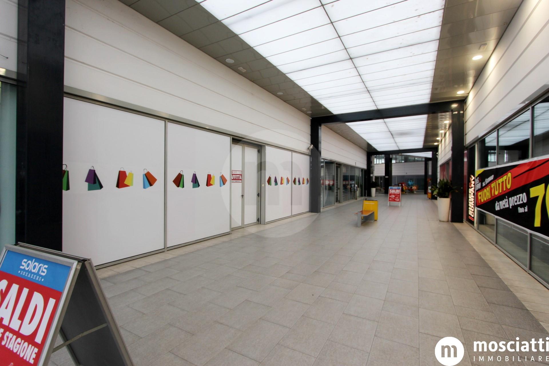 """Matelica Centro Commerciale """"La Sfera"""", affittasi locale commerciale - 1"""