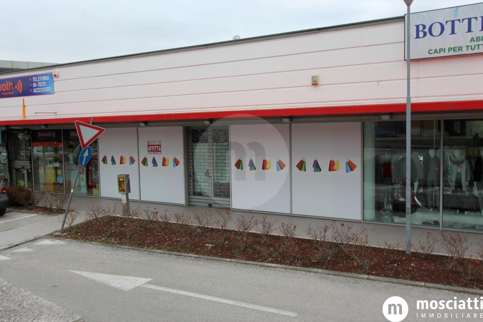 """Matelica, Centro Commerciale """"La Sfera"""", affittasi locale commerciale - 1"""