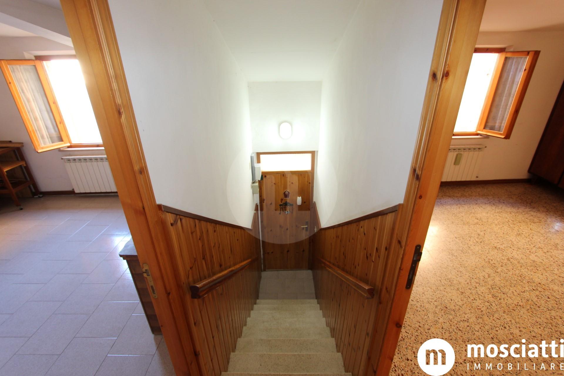 Matelica Frazione Piane, vendesi abitazione con ingresso indipendente - 1