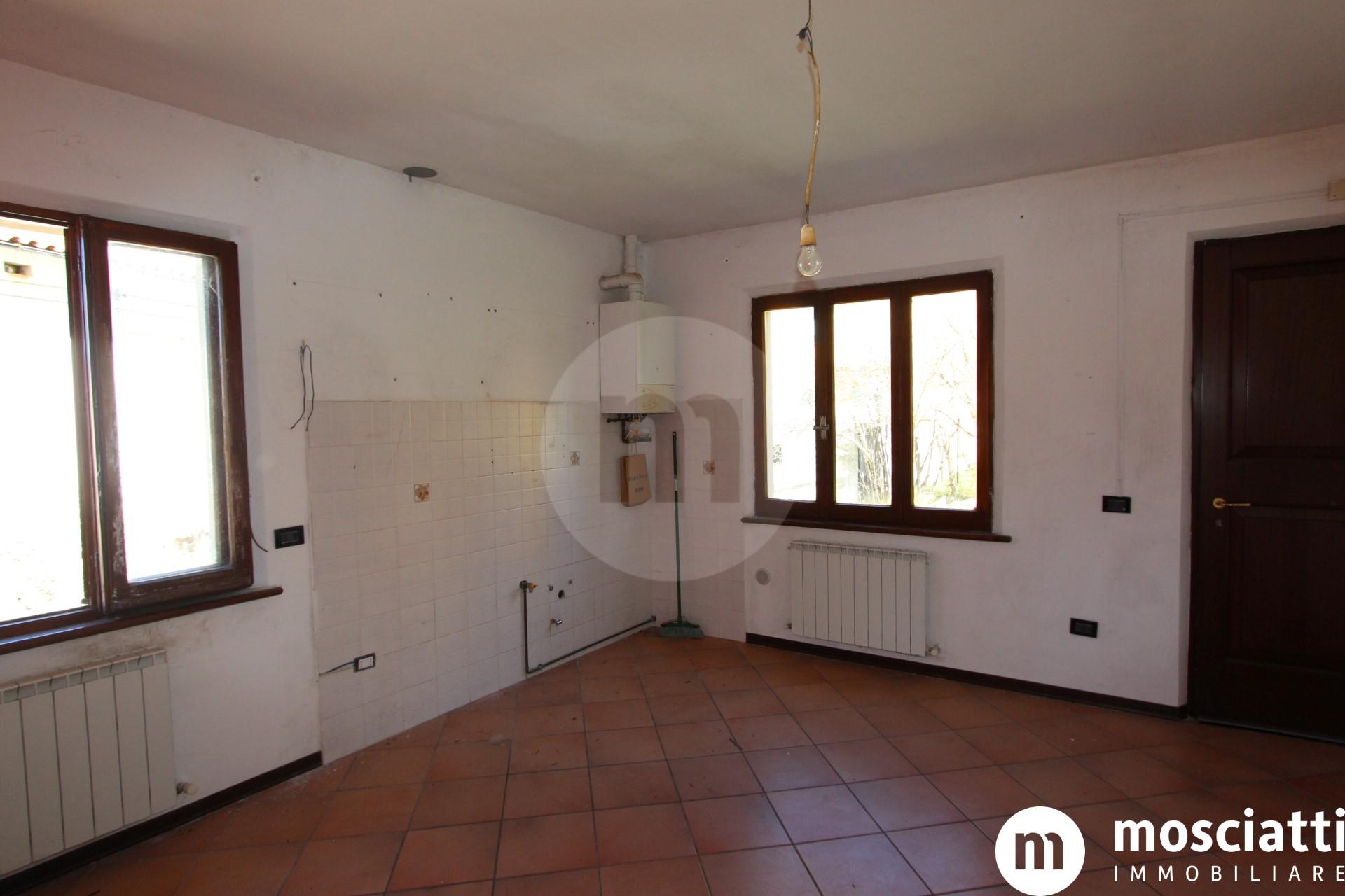 MATELICA Via San Rocco, vendesi APPARTAMENTI con ingresso indipendente e giardino cod - 1
