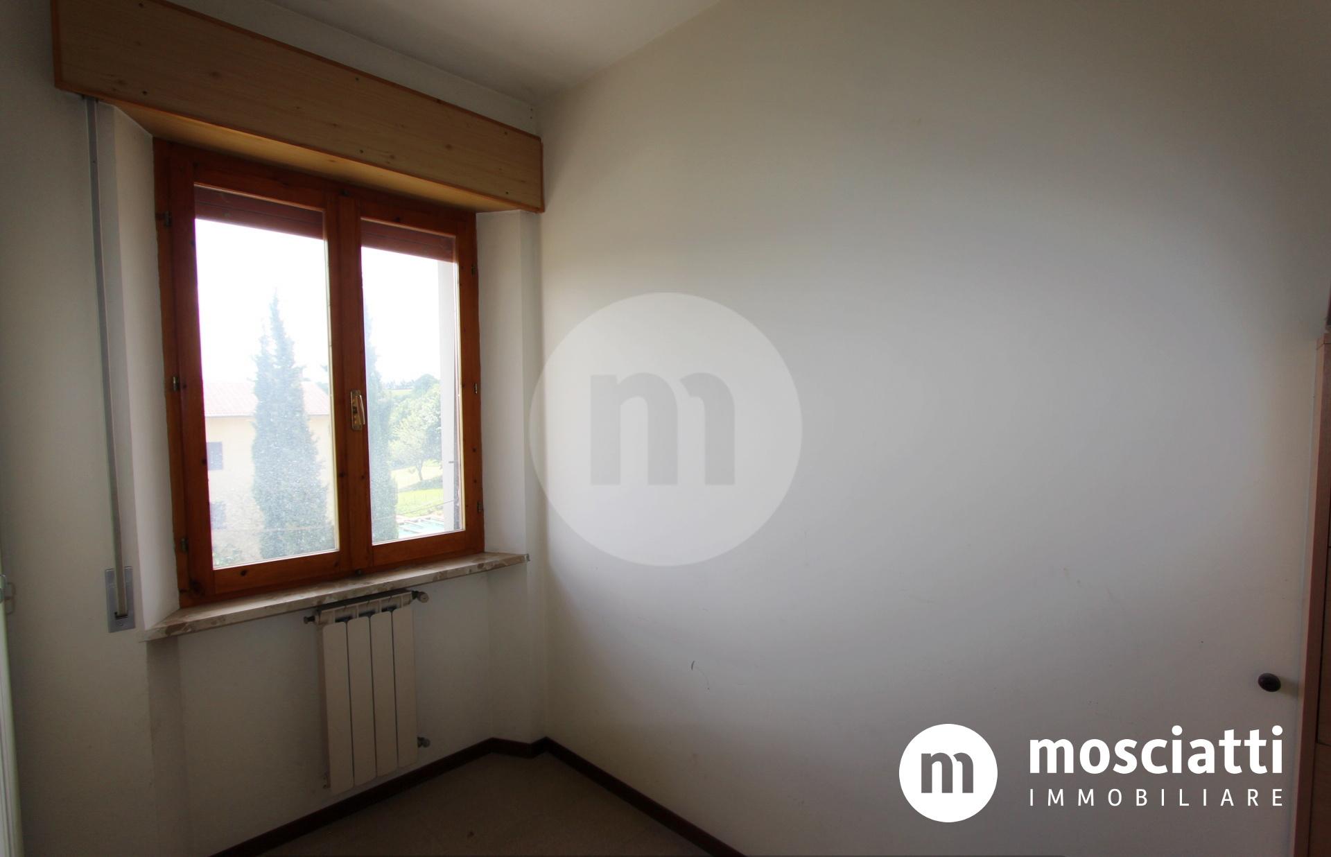 Esanatoglia in Via Aldo Moro, vendesi appartamento al piano secondo - 1