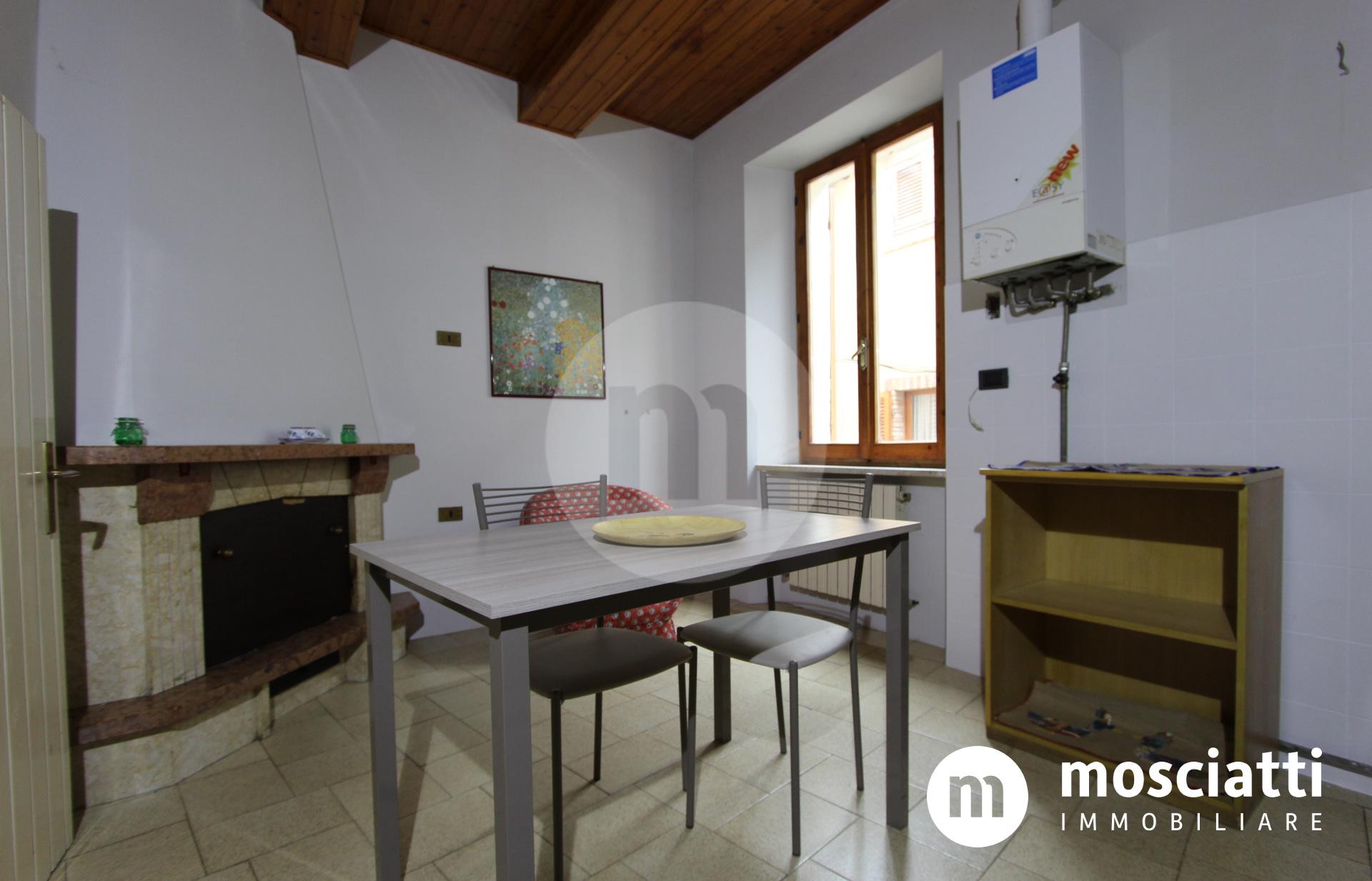 Matelica, Centro Storico in Vicolo Santa Maria, vendesi appartamento - 1