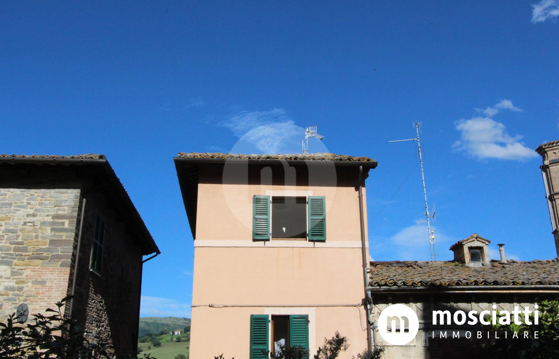 MATELICA, Centro Storico in Via Oberdan, vendesi APPARTAMENTO e garage - 1