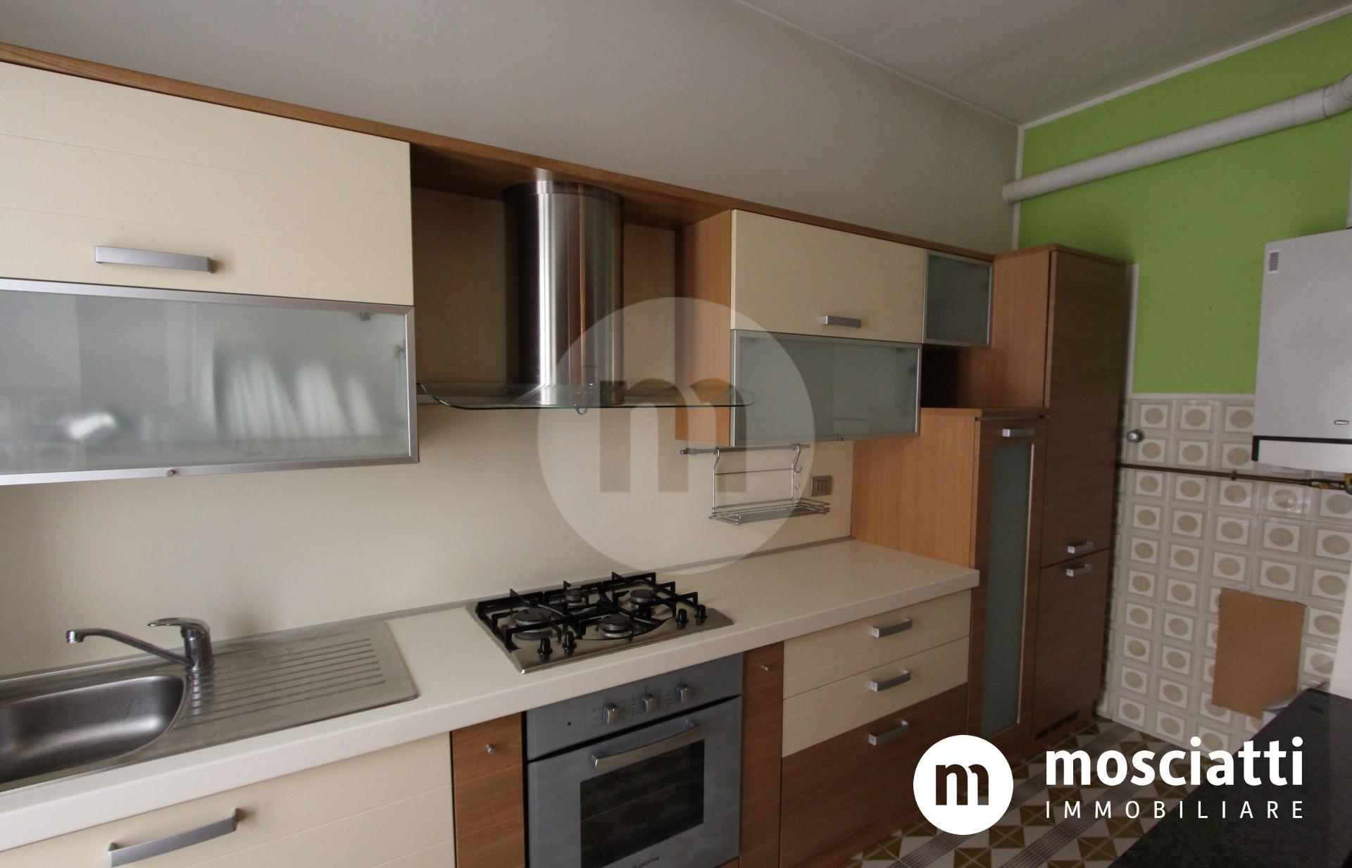 Matelica, Centro Storico in Vicolo Cafasso, vendesi appartamento - 1