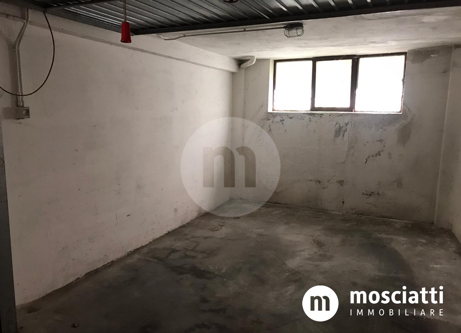 Matelica, Centro Storico in Vicolo Orfanelle, vendesi garage - 1