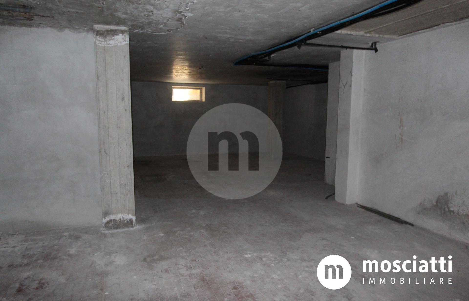 Matelica, Via De Gasperi, vendesi garage - 1