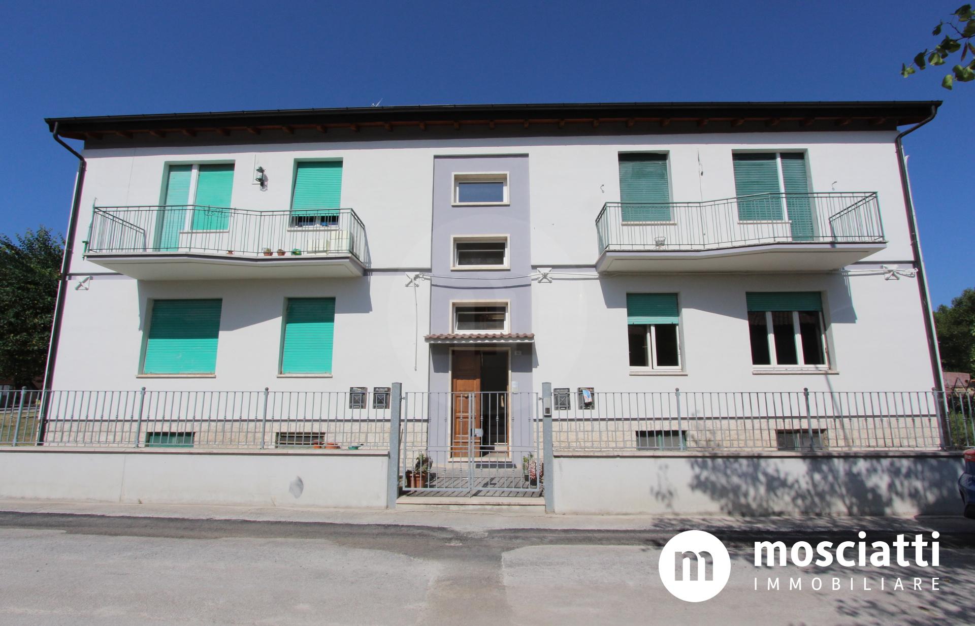 Esanatoglia, Via Chiara Brugnola, vendesi appartamento al piano rialzato - 1