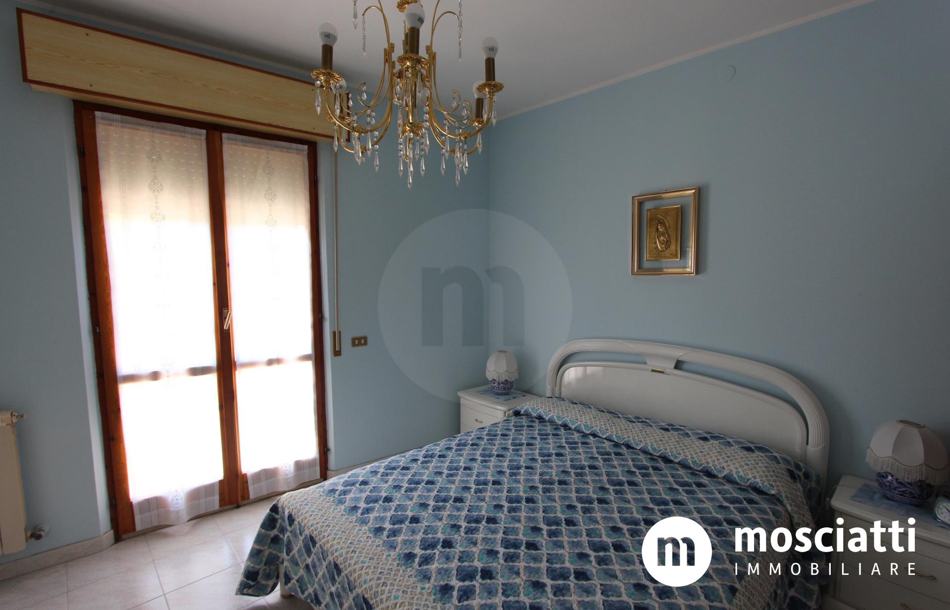 Esanatoglia, Vicolo San Giovanni, vendesi appartamento con ingresso indipendente e garage - 1