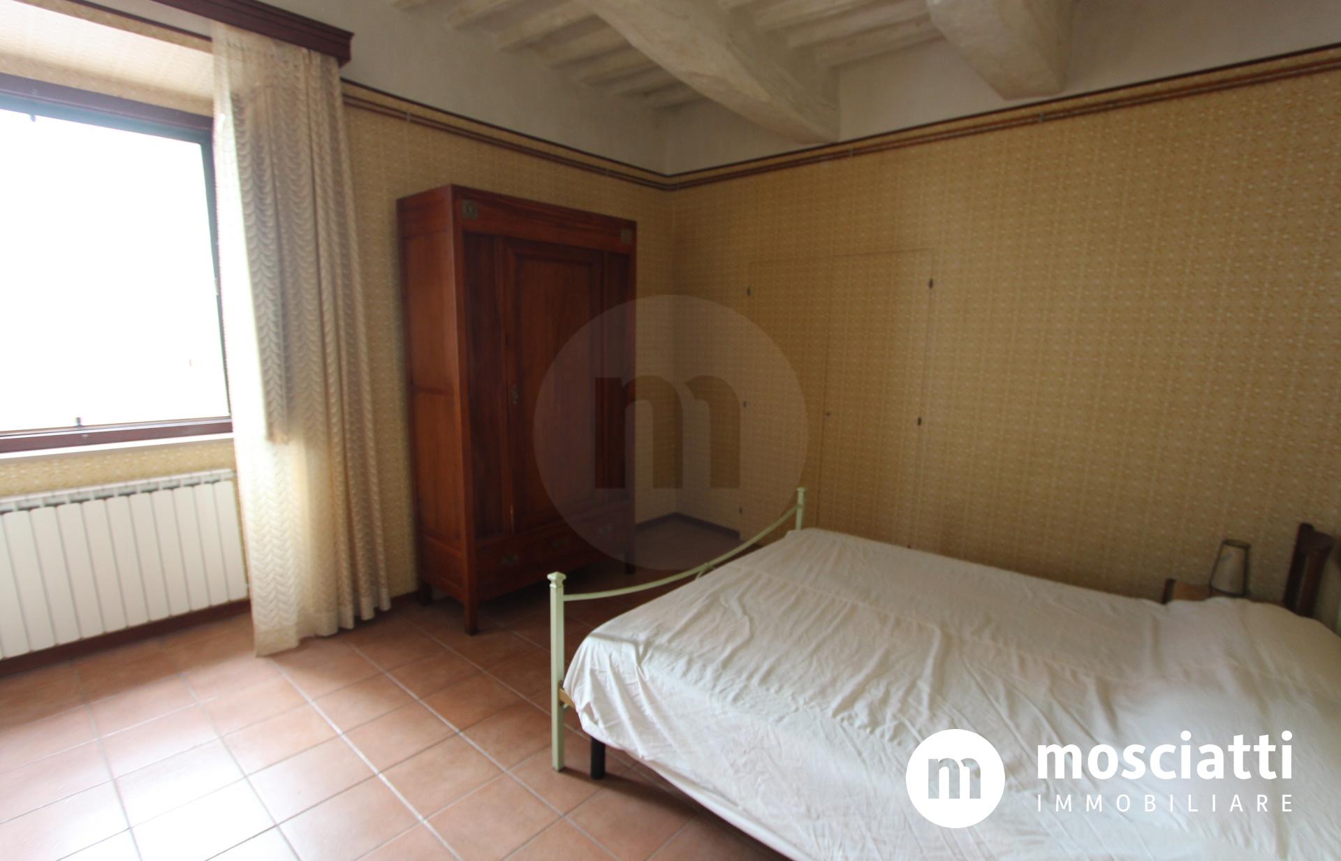 Esanatoglia, Corso Vittorio Emanuele II, vendesi appartamento - 1