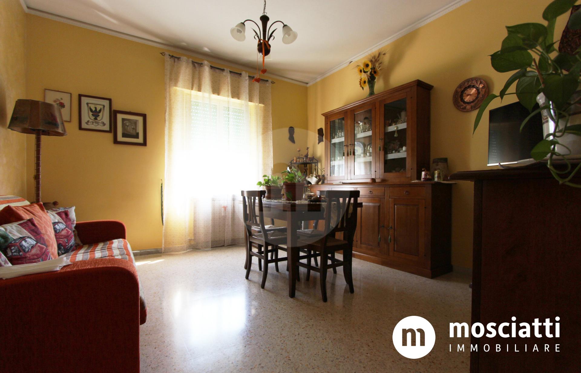 Matelica, Via Caio Arrio, vendesi appartamento e garage - 1