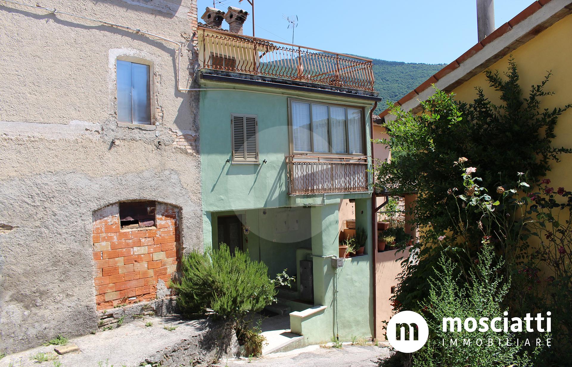 Matelica, Frazione Rastia, vendiamo abitazione terra-tetto - 1
