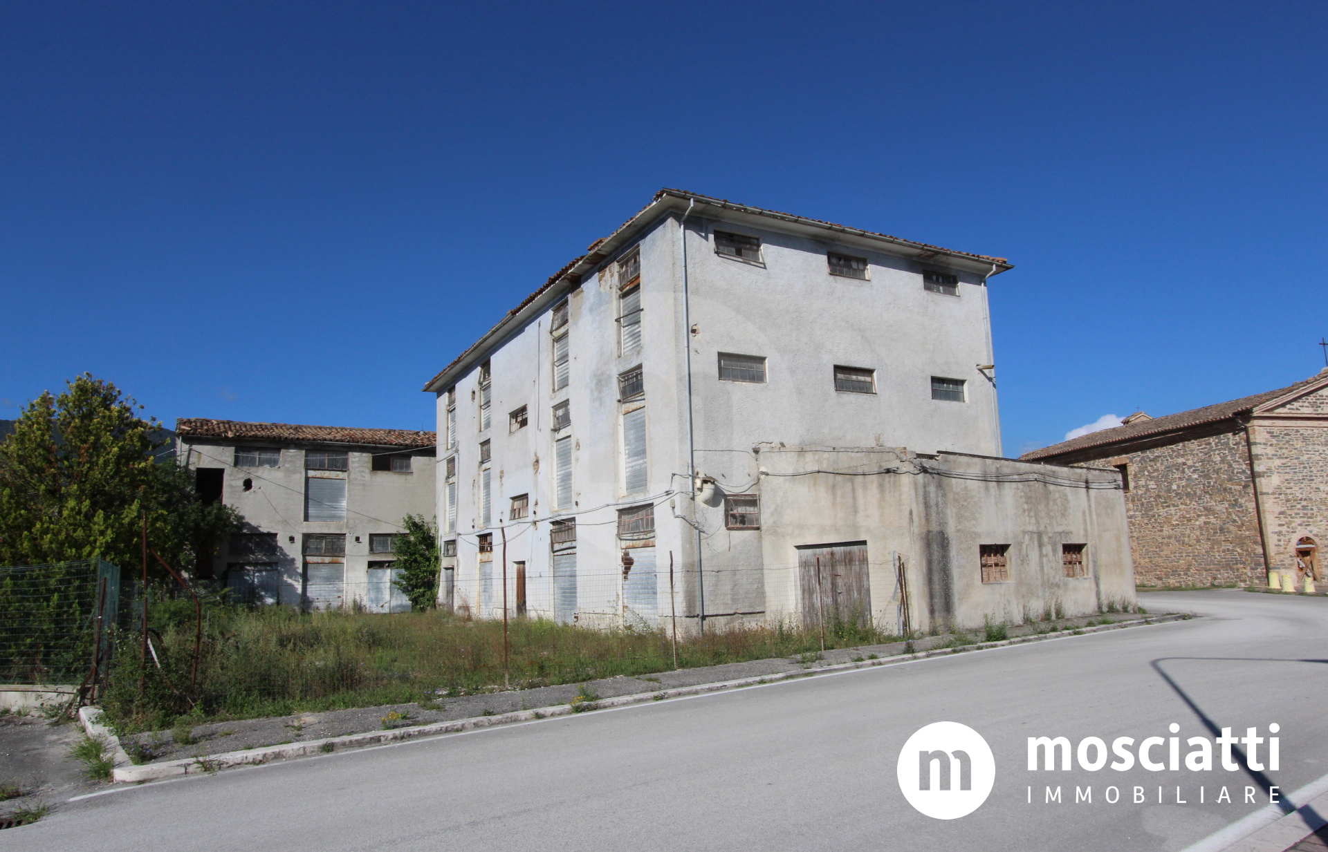 Matelica, Via del Crocifisso, vendesi intero fabbricato - 1