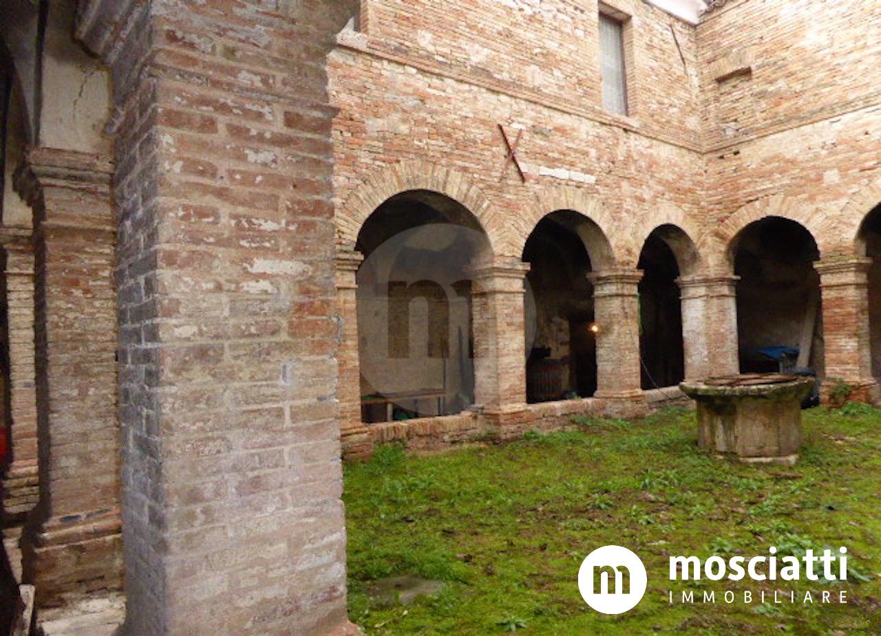 Matelica, Loc. San Giovanni, vendiamo porzione di ex convento Francescano con terreno agricolo - 1