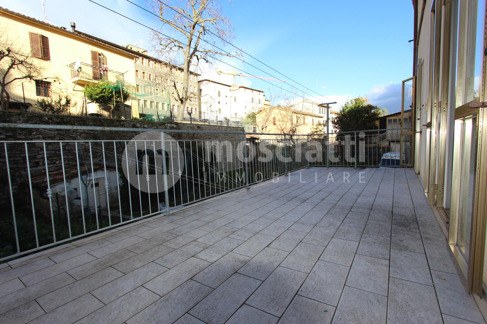 Matelica, Centro Storico, Via G. Venezian, vendesi appartamento e garage - 1