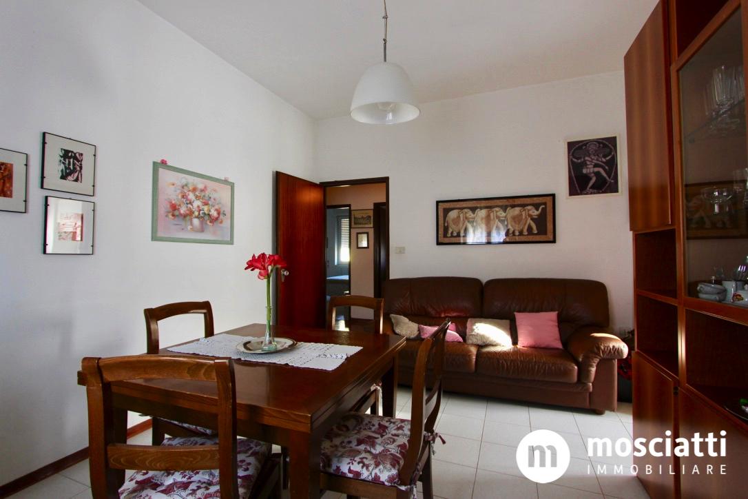 MATELICA, Quartiere Regina Pacis, Via Kennedy, vendesi APPARTAMENTO primo piano cod - 1