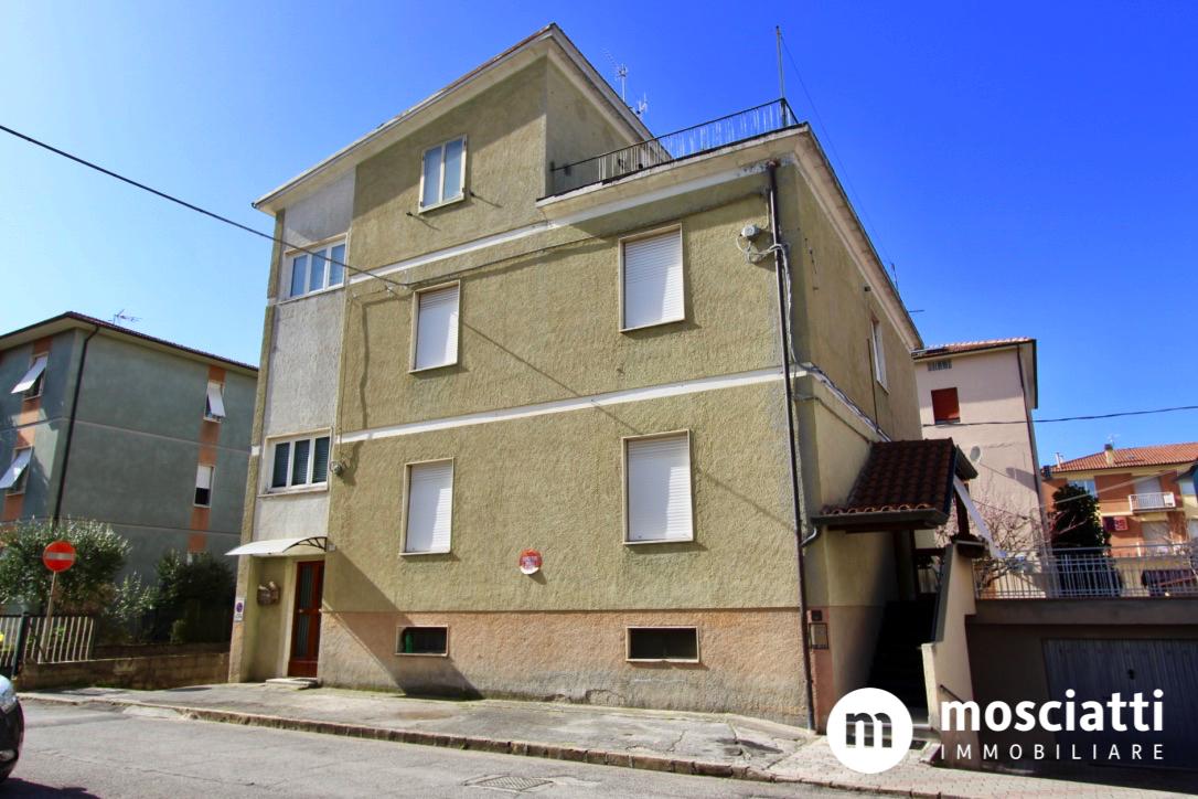 Matelica, Quartiere Regina Pacis, Via Kennedy, vendita appartamento primo piano - 1